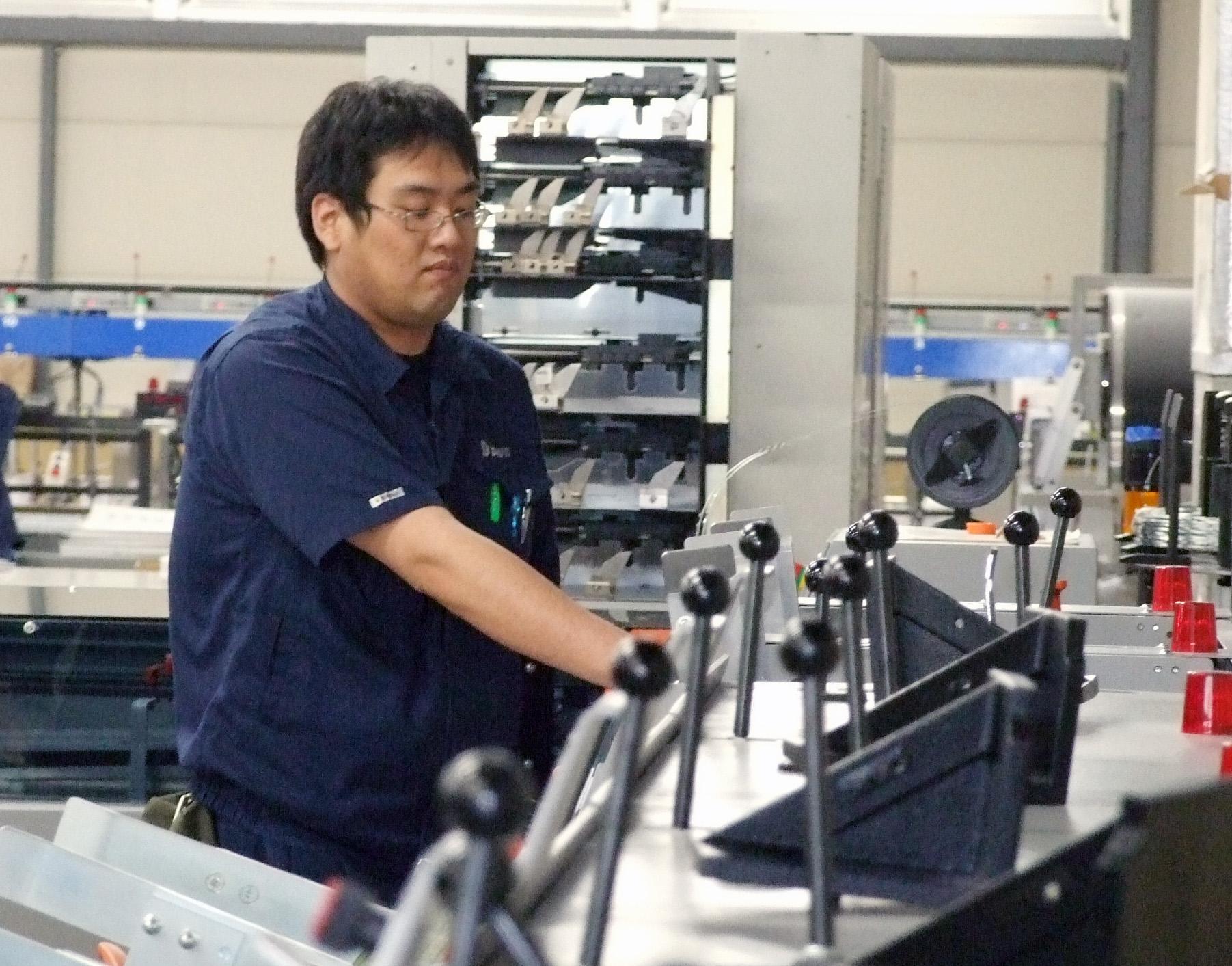 オペレーション担当の秋元さんの実演の様子の画像
